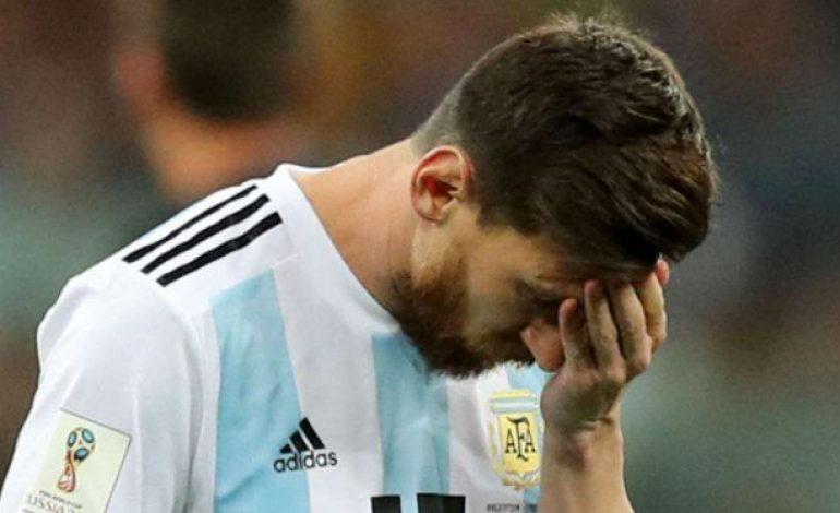 Messi Kenakan Mahkota untuk Mbappe, Meme Sindir Kekalahan Argentina image_title