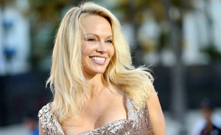 Pamela Anderson Luluh dengan Kebaikan Hati Bek Prancis