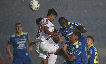 Menang 4-0 di Kandang, Persib Mendekat ke 5 Besar