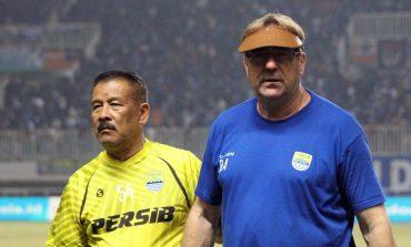 Robert Alberts Kangen Berisiknya Suasana di Stadion