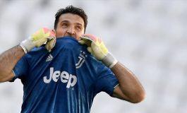 Gianluigi Buffon Diyakini Bisa Menjadi Pelatih Juventus, Sepakat?