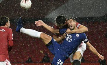 Kontroversi Harry Maguire 'Rangkul' Azpilicueta: Harusnya Chelsea Dapat Penalti?