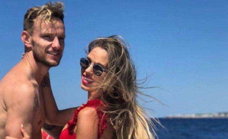 Wow, Tato Bola di Bokong Istri Pemain Kroasia Jadi Sorotan