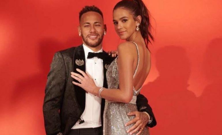 Setelah 6 Tahun Pacaran, Hubungan Neymar dan Model Cantik Kandas