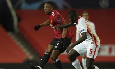 Anthony Martial Dihujat, Kapten Manchester United Membela