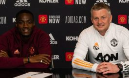 Akhiri Spekulasi, Eric Bailly Resmi Teken Kontrak Baru di Manchester United